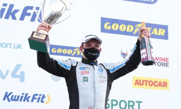 EXCELR8 Trade Price Cars retain Chris Smiley for 2021 BTCC programme